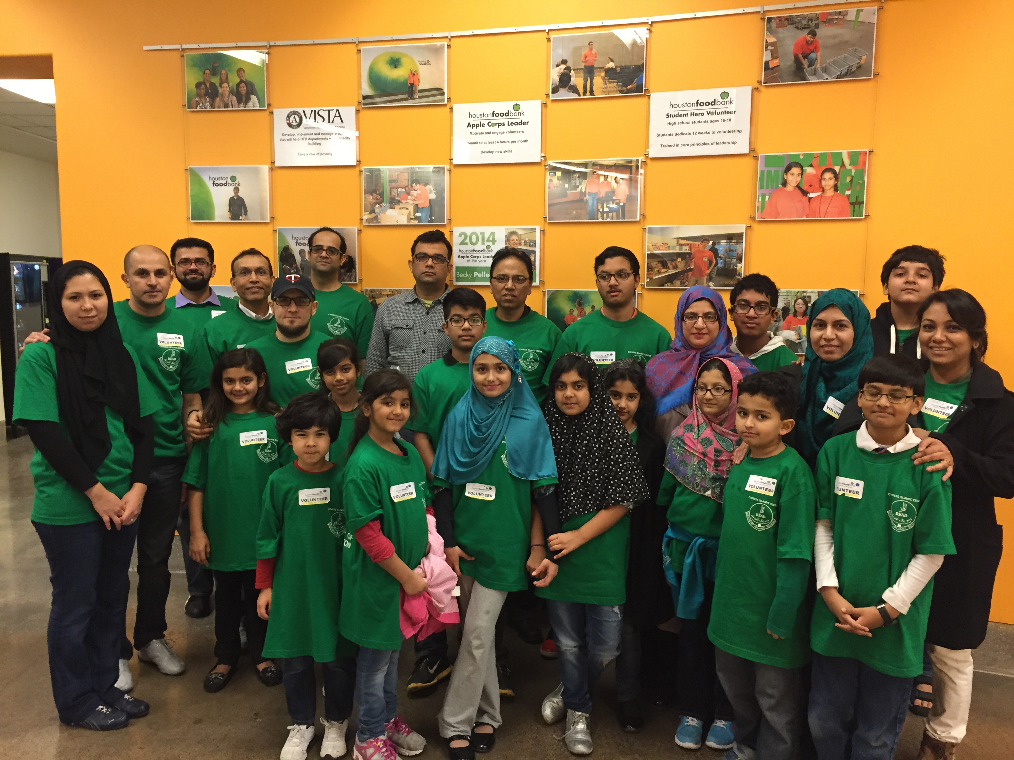 Group Photo of Cypress Islamic Center Volunteers at Houston Food bank